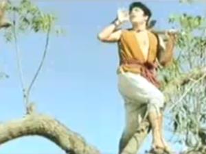 Naya Daur dil leke Dilip Kumar
