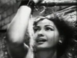 Footpath kaisa jaadoo dala re Meena Kumari